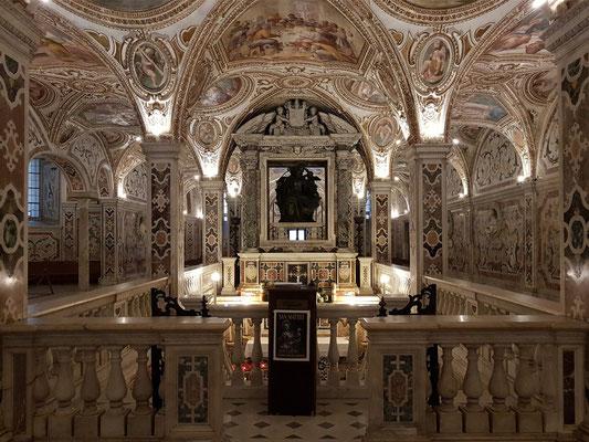 Kathedrale von Salerno, Krypta. Zugang zu den Reliquien