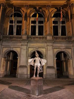 Papageno-Statue vor dem Stadttheater