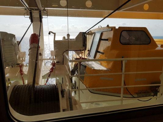Blick aus der Kabine 6229 um 11:24 Uhr auf ein Rettungsboot