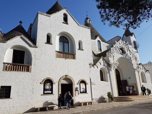 Sant'Antonio di Padova, Kirche mit Baumerkmalen der Trulli, 1926 - 1927 errichtet, seit 1996 UNESCO-Weltkulturerbe