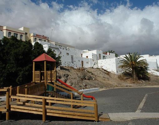 Puerto del Rosario, Avenida de los Reyes de España mit restaurierten kubischen Häusern