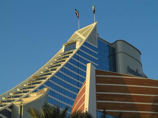 Jumeirah Beach Hotel, Straßenansicht