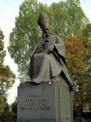 1986 wurde das Kardinal-Stefan-Wyszyński-Denkmal von Andrzej Renes vor der St.-Joseph-Kirche aufgestellt.