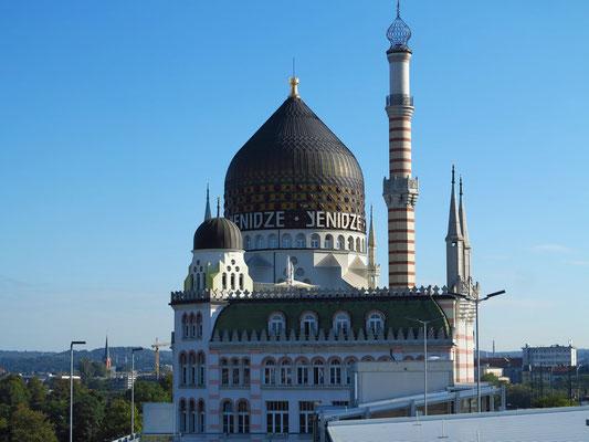 """Yenidze (""""Tabakmoschee"""") am Morgen, Blick vom obersten Stockwerk des Hotels Leonardo"""