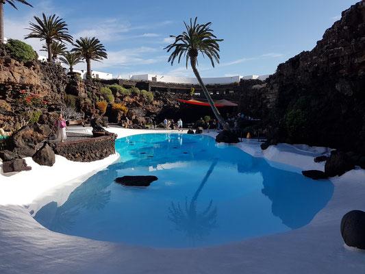 Durch César Manrique angelegter Pool in Jameos del Agua