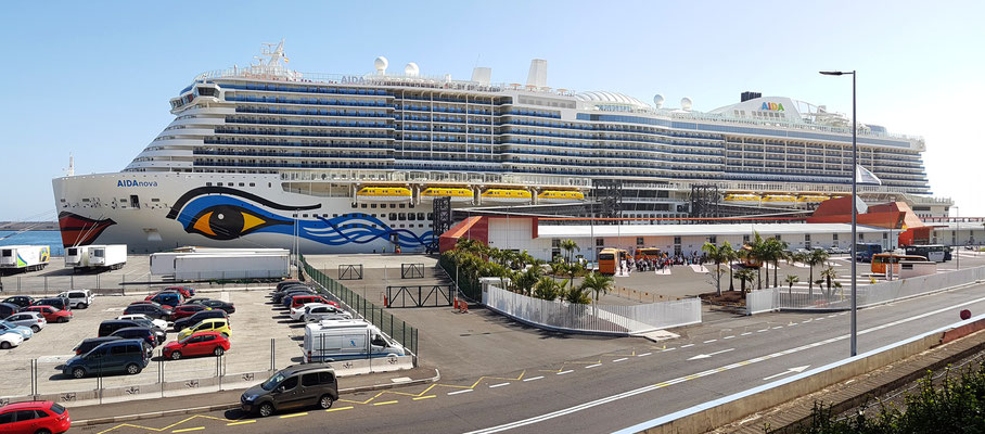 Kreuzfahrtschiff AidaNova, 337 Meter Länge, für ca. 6600 Passagiere