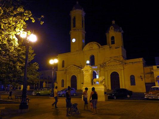 Cienfuegos, Plaza de Armas mit der Catedral Purísima Concepción