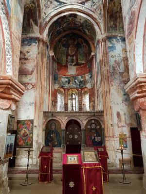 St. Georgs-Kirche, Kirchenschiff nach Osten