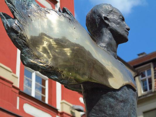 Skulptur vor dem Kunstzentrum Ossolineum