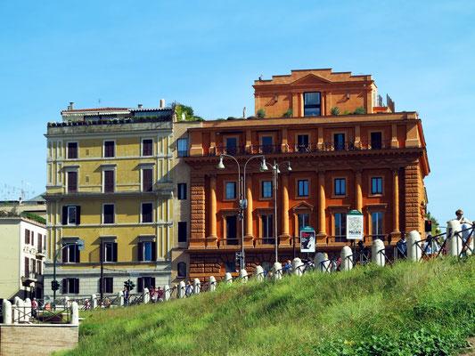 Häuser neben dem Kolosseum