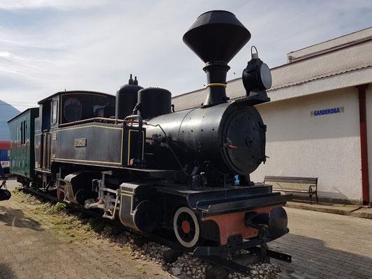 Alte Lokomotive im Bahnhof Bar