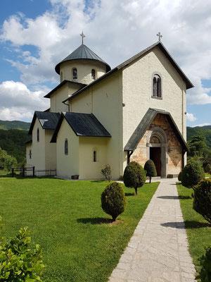 Klosterkirche, 1252 gegründet. Zusammen mit dem Kloster Ostrog und dem Kloster Piva ist das Kloster Morača eine der meistbesuchten kulturellen und religiösen Stätten Montenegros.