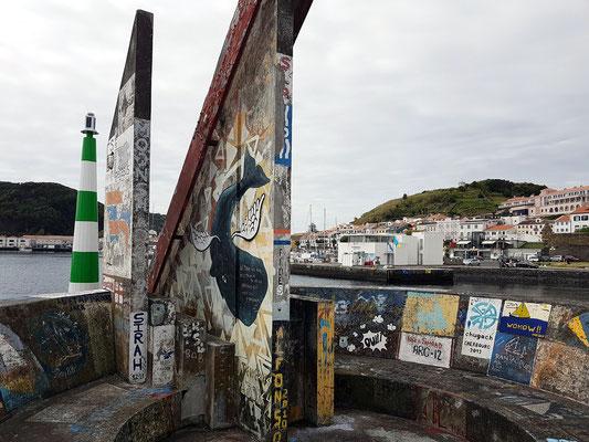 Hafenmole von Horta