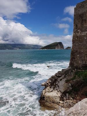Blick von der Altstadt zur Insel Sveti Nikola