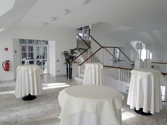 Gastronomie im modernen Mittelbau des Schlosses Saarbrücken