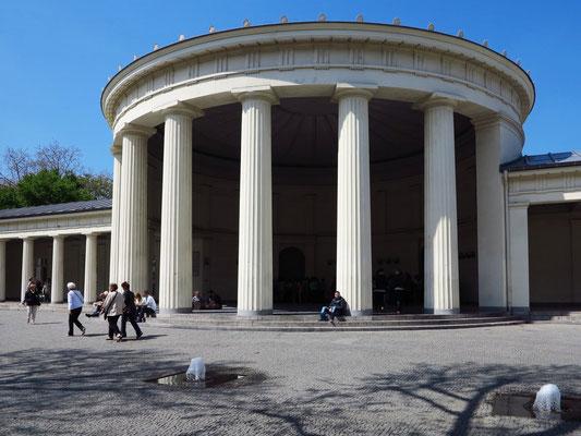 Elisenbrunnen, klassizistischer Pavillon von 1827