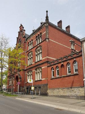 Das heutige Philosophische Institut der RWTH Aachen in der Eilfschornsteinstraße 14 wurde im Jahre 1897/98 ursprünglich als Mädchen-Mittelschule gebaut.