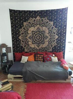 Schwarz goldenes Wandtuch als Wohnzimmer Dekoration