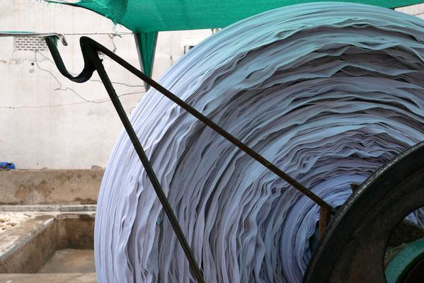 Gewaschener Baumwollstoff zum Transport auf riesiger Rolle