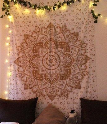 Wandtuch in weiß mit goldener Lotusblüte