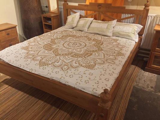 Wandtücher sind auch sehr nützlich als Überwurf für Doppelbetten
