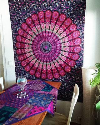 Wandtuch Variante bordeaux rosa im Wohnzimmer