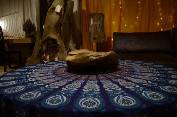 Tischdekoration im Mandala Zentrum
