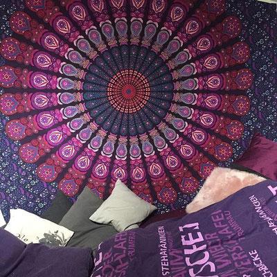 Rosa Mandala auf lila Tuch aus Baumwolle