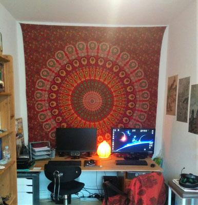 Rotes Mandala Wandtuch im Gaming Zimmer