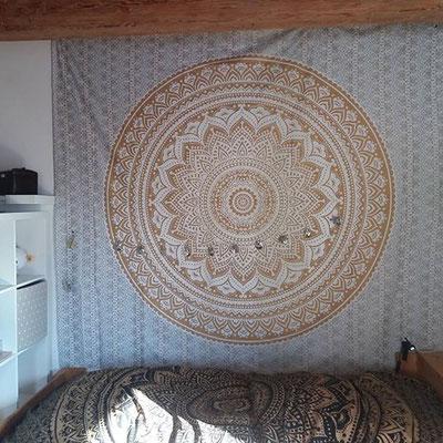 Für deinen Lieblingsplatz zur Entspannung: Ombre Mandala Wandtuch in weiß gold