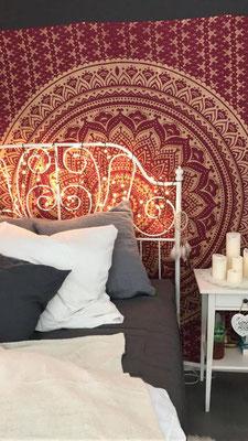 Mandala Wandtücher hinter dem Bett sind einfach ein Muss.