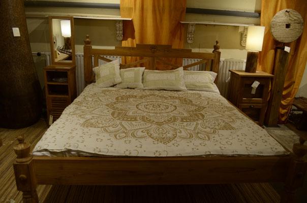 Gold verschönert das Bett tagsüber und lädt es energetisch auf