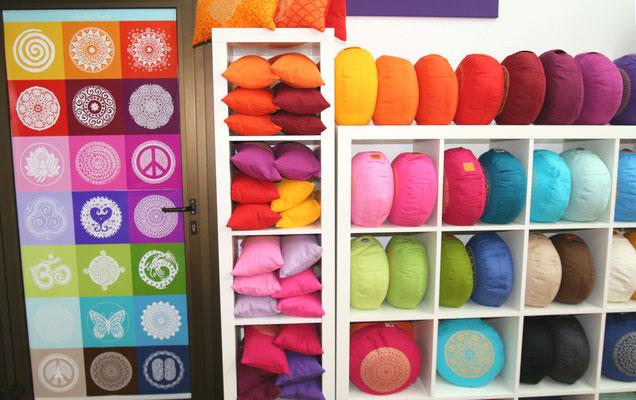 Blick auf die tollen Farben: Universal-Genie und Meditationskissen Basic