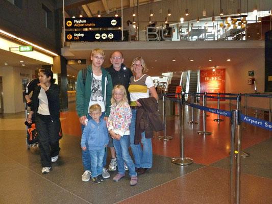Abschied. Tobi fliegt von Stockholm über Berlin nach Stuttgart