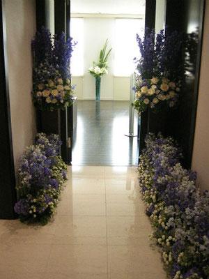 個人宅 廊下装花