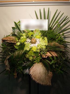 緑(Green)のスタンド花。葉のグリーンも多目に使用。東京都23区送料無料。目黒区からお届け。