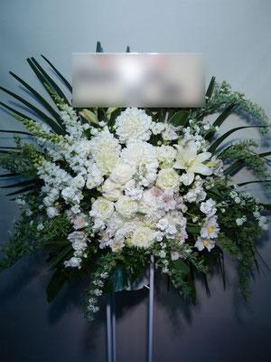白(White)のスタンド花。東京都23区送料無料。目黒区からお届け。