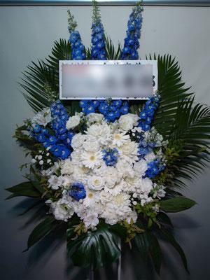 白×青のスタンド花。東京都23区送料無料。目黒区からお届け。