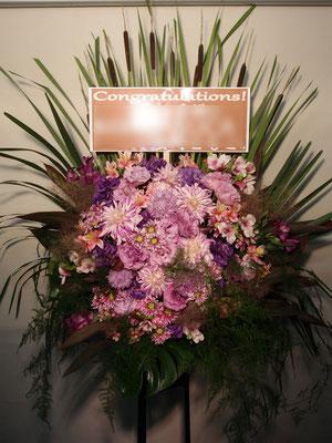紫色(Purple)のスタンド花。東京都23区送料無料。目黒区からお届け。