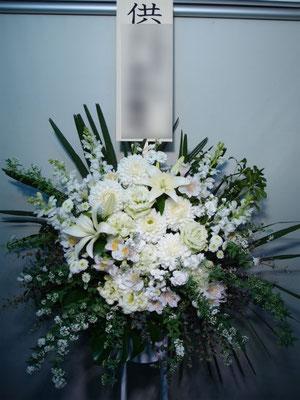 お供えのスタンド花東京都23区送料無料。お葬式、お通夜に。