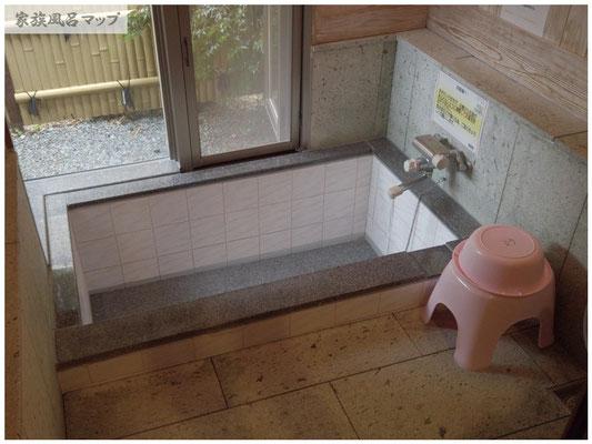 源じいの森温泉家族風呂の浴槽