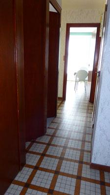 Couloir - Vue depuis la salle d'eau