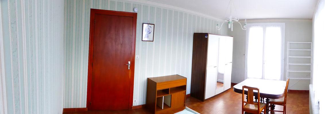 Chambre - Porte d'entrée