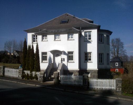 Ferienhaus XXL Deutschland - Blick von der Straße 2