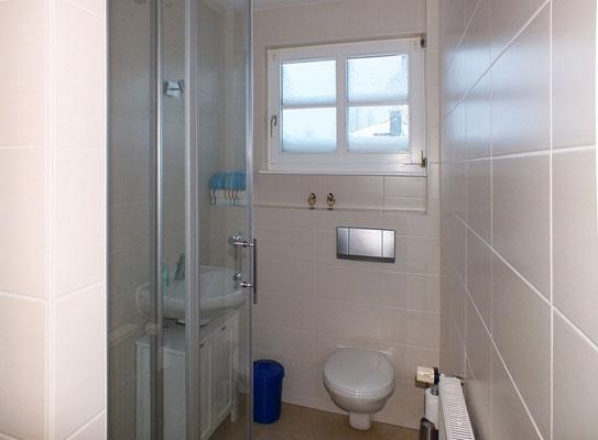 1. Bad im EG (mit Dusche)
