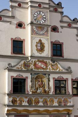 Rathausfassade in Gaimersheim, Bayern. Foto: Achim Graf