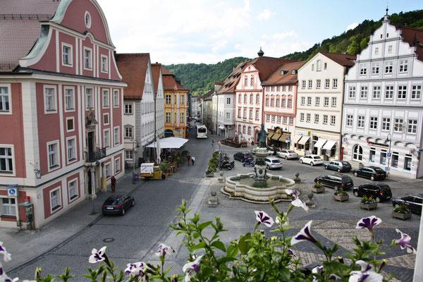 Marktplatz Eichstätt mit Willibalds-Brunnen, Bayern. Foto: Achim Graf