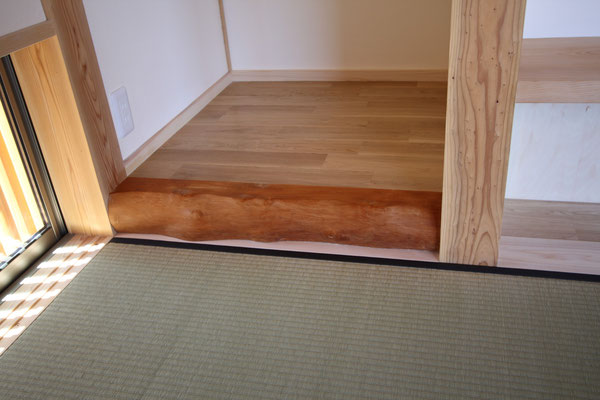 以前の家の床柱を再利用。