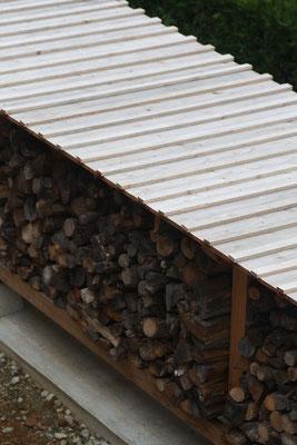 木製の薪棚