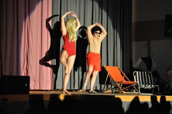 Pamela und Jonny machen Yoga